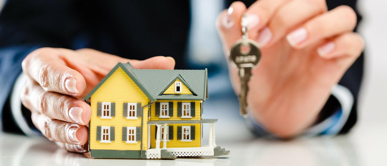 Как осуществляется процесс продажи доли в квартире и в какие сроки? Какие понадобятся документы, чтобы продать долю в квартире? Что такое преимущественное право покупки? О нюансах продажи доли в квартире расскажут наши юристы по жилищному праву.