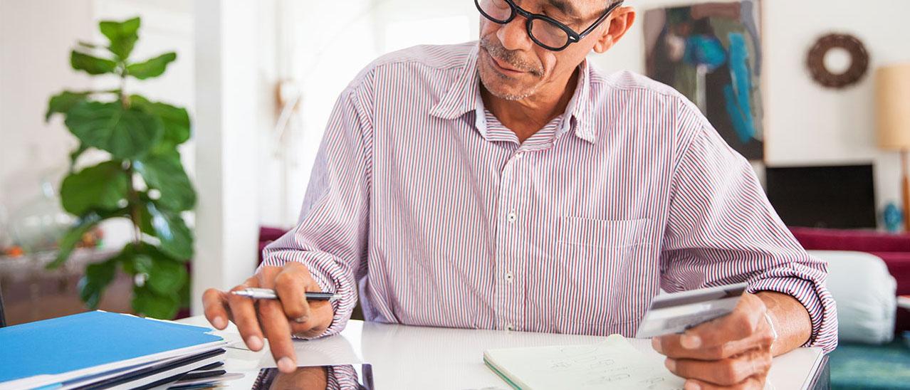 Какие методы используют мошенники при покупке и продаже квартир? Как обезопасить себя от аферистов и не лишиться недвижимости или денег? Что нужно делать, если вы стали жертвой мошенников? Ответы найдете в нашей статье.