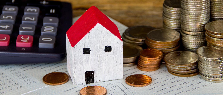 Стоит ли приватизировать квартиру в доме, признанным аварийным? Как это сделать, не нарушая нормы действующего законодательства? Своим опытом делятся наши юристы по жилищному праву.