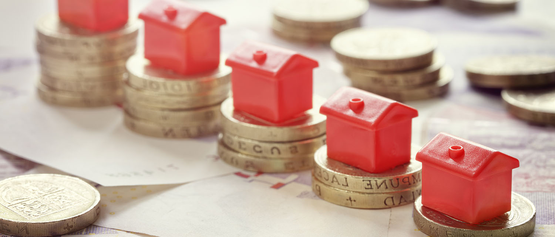 Как продать квартиру или комнату в аварийном доме? Какие трудности могут возникнуть с продажей аварийного жилья? Расскажем в нашей статье.
