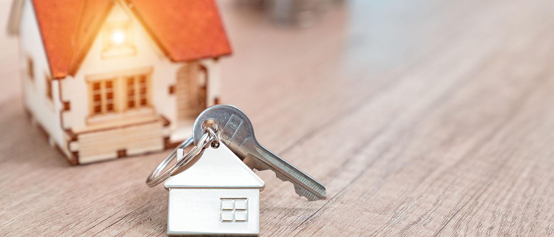 Кто может отказаться от имущества? Как правильно оформить отказ от права собственности на квартиру? Расскажут опытные юристы по жилищному праву.