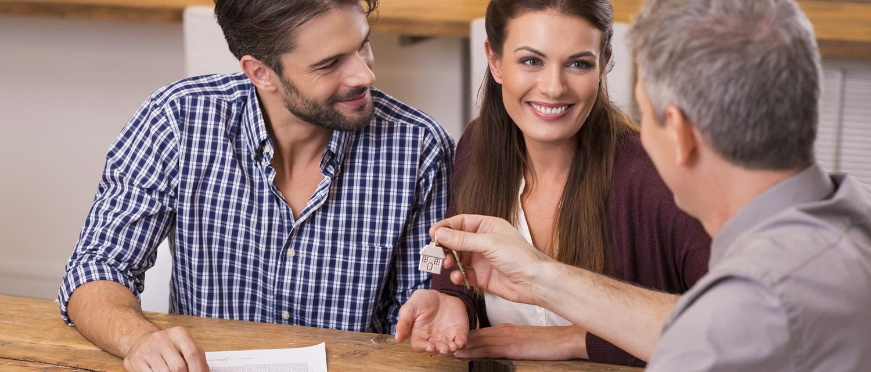 Как продать квартиру по долям одному покупателю? В чем сложность данной процедуры? Расскажут наши опытные юристы по жилищному праву.