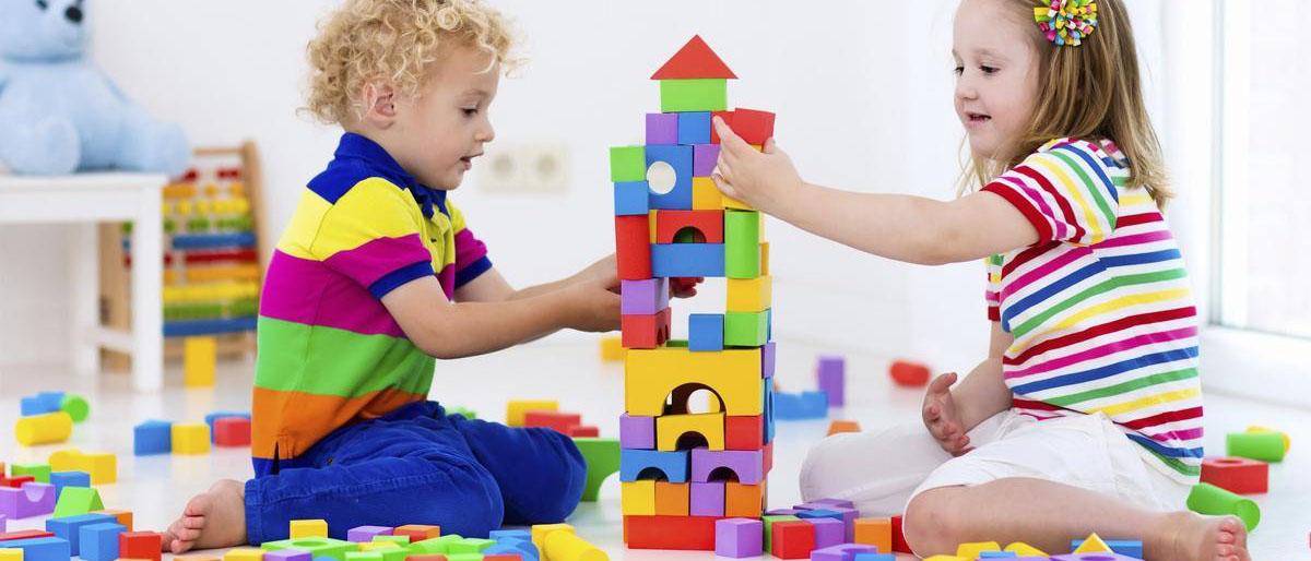 Прописка и выписка несовершеннолетних детей из муниципального или приватизированного жилья.