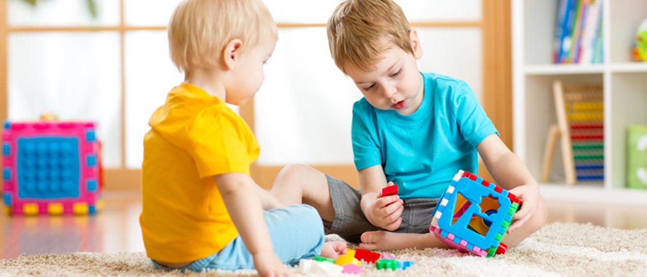 Как правильно прописать и выписать ребенка из квартиры? Нужно ли получать разрешение органов опеки? О прописке и выселении несовершеннолетних поговорим в нашей статье.