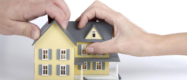 Какие сложности ждут супругов при разделе имущества в случае развода? Подлежит ли разделу унаследованное и приватизированное жилье? О тонкостях раздела недвижимости при разводе расскажут наши опытные юристы.