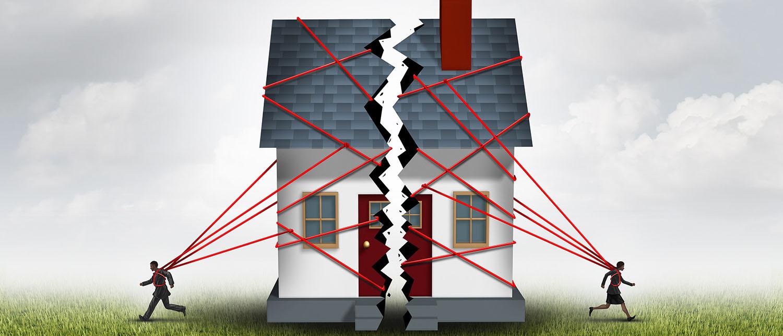 Что нужно знать супругам о разделе общего имущества в случае развода? Можно ли решить проблему мирно или придется обращаться в суд? Как разделить совместно нажитое имущество правильно — читайте в нашей статье.