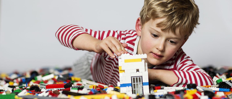 Когда допускается временная прописка ребенка? Как оформить временную регистрацию несовершеннолетнему? Куда подать заявление о временной прописки ребенка? Расскажем в нашей статье.