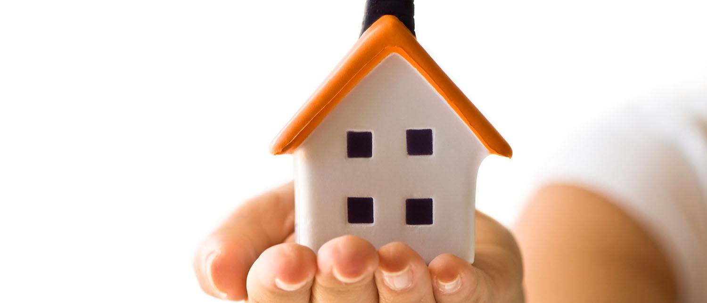 Какие права у несовершеннолетнего ребенка на жилье? Как осуществить их защиту при необходимости? Какие права у несовершеннолетнего при продаже квартиры и при разводе? Читайте в нашей статье.